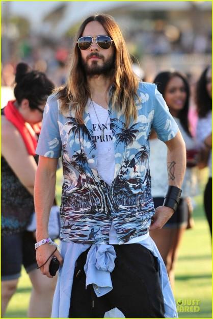 jared-leto-hawaiian-shirt-at-coachella-04