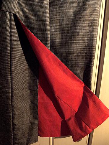 An old murayama-(oshima-)tsumugi with red lining, as a male kimono.