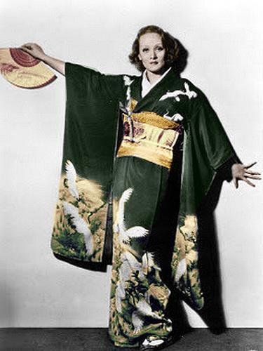marlene-dietrich-in-a-kimono-1935